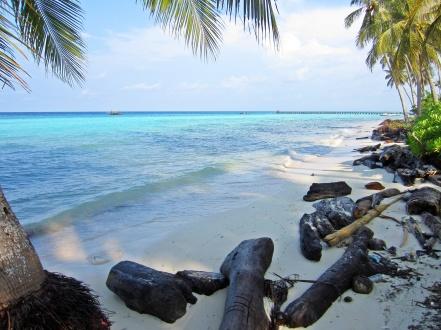 Pantai di Pulau Maratua