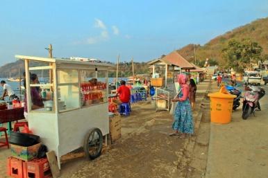 Pasar yang menjual banyak makanan murah meriah