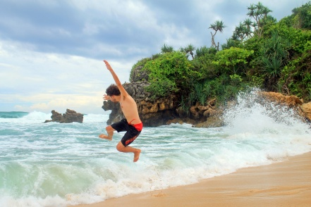 Alex, ceritanya mau surfing