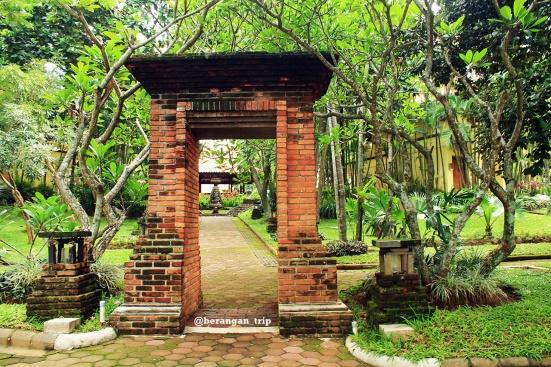 Entrance cottage dan kolam renang