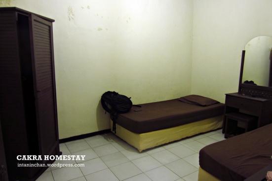 Kamar non-AC yang standard banget