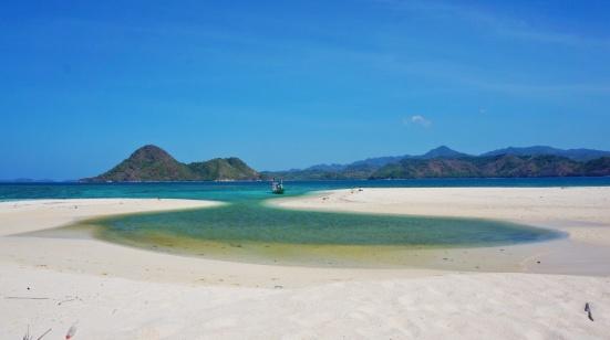 Noko Selayar berupa gusung atau atol dengan semacam laguna di tengah2nya