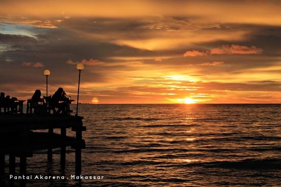Daripada ke Losari, mendingan ke Akarena kalau hunting sunset di Makassar