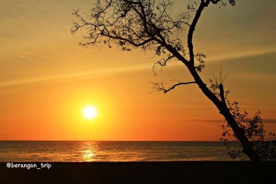 Dari tengah kota Mataram pun bisa lihat sunset ciamik