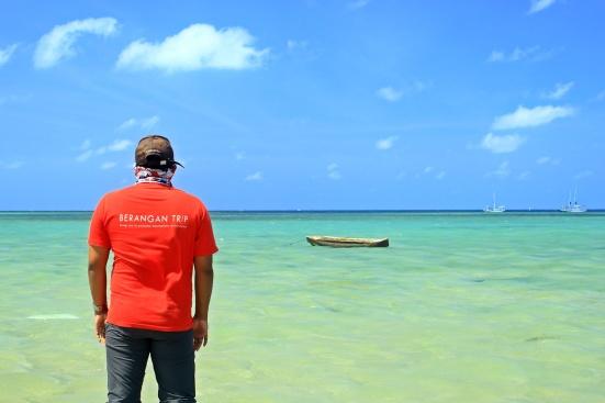 Backfie di tengah birunya laut Pulau Bawean
