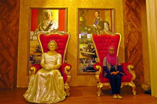 Foto bareng Ratu Elizabeth!
