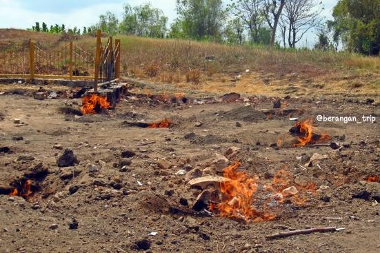 Api Tak Kunjung Padam